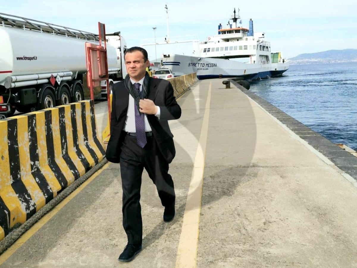 Furbetti del coronavirus, Messina: De Luca firma l'ordinanza anti-passeggio