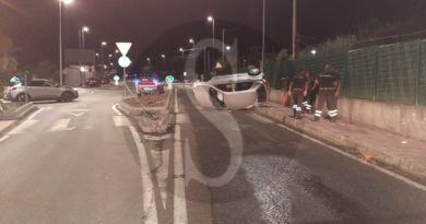 Messina, incidente in viale Papardo: anziano si ribalta con l'auto