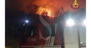 Sicilia, fiamme anche a Lipari: la Regione pronta a proclamare lo stato di calamità